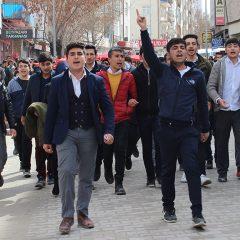 Mucurlu Öğrencilerden Şehitlerimize Saygı Yürüyüşü Düzenlendi